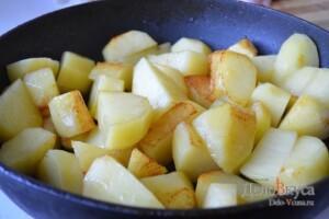 Картошка в духовке запеченная с сыром и сливками: фото к шагу 3.