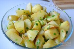 Картошка в духовке запеченная с сыром и сливками: фото к шагу 4.