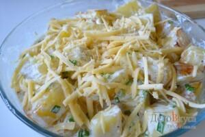 Картошка в духовке запеченная с сыром и сливками: фото к шагу 6.