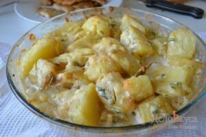 Картошка в духовке запеченная с сыром и сливками: фото к шагу 8.