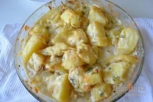 Картошка в духовке запеченная с сыром и сливками: фото к шагу 7.