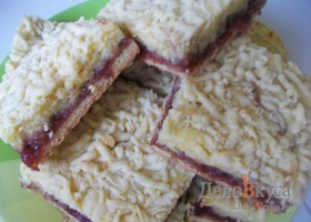 Рецепт песочный пирог с клубничным джемом и творогом