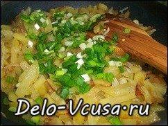 Жареная картошка с луком: фото к шагу 7.