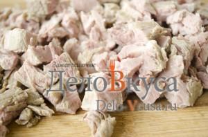 Суп рассольник: Мясо порезать
