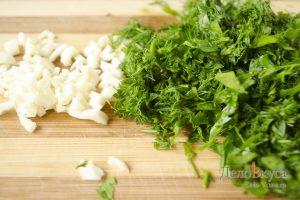 Суп рассольник: Зелень мелко покрошить