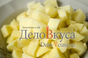 Суп рассольник: Картошку порезать