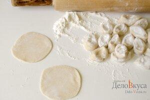 Рецепт домашних пельменей с мясом: Раскатать лепешки