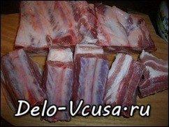 Свиные ребрышки в луково-чесночном маринаде запеченные в духовке: фото к шагу 1.