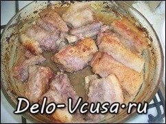 Свиные ребрышки в луково-чесночном маринаде запеченные в духовке: фото к шагу 7.
