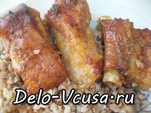 Свиные ребрышки в луково-чесночном маринаде запеченные в духовке: фото к шагу 8.
