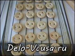 Печенья выпекать в разогретой духовке при температуре 180* в течении 15-20 минут