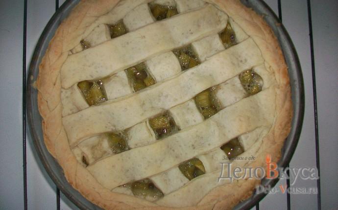 Открытый пирог с ревенем из песочного теста