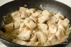 Куриное филе в соусе: Тушим до готовности