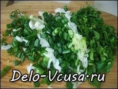 Рулет из лаваша с плавленым сыром, огурцами, чесноком и зеленью: фото к шагу 3