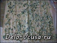 Рулет из лаваша с плавленым сыром, огурцами, чесноком и зеленью: фото к шагу 7