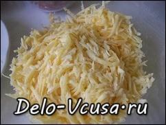 Твердый сыр потереть на крупной терке