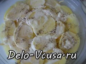 Картофельная запеканка с мясным фаршем и твердым сыром: фото к шагу 9.