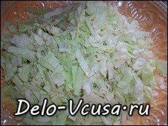 Салат из капусты, сыра и консервы тунца в собственном соку: фото к шагу 1.