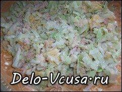 Салат из капусты, сыра и консервы тунца в собственном соку: фото к шагу 4.