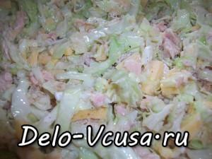 саллат из капусты и консервы тунца