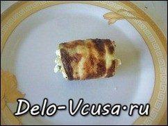 Рулетики из кабачков с плавленым сыром, чесноком и зеленью: фото к шагу 8.