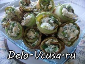 Рулетики из кабачков с плавленым сыром, чесноком и зеленью: фото к шагу 10