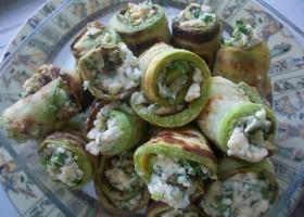 рулетики из кабачков и плавленого сыра с зеленью и чесноком