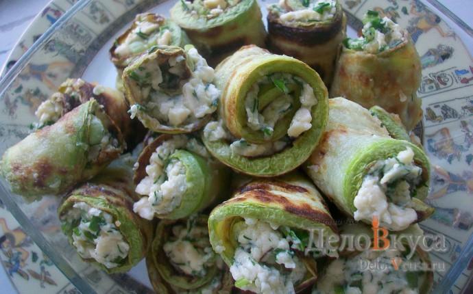 Рулетики из кабачков с плавленым сыром, чесноком и зеленью