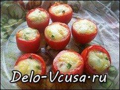 Яичница в томатах приготовленная в духовке: фото к шагу 8.