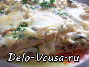 Пицца с курицей, шампиньонами и сыром без томатной основы: фото к шагу 19
