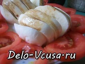 Закуска из помидор и сыра Моцарелла: фото к шагу 5.