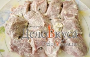 Свинина в фольге в духовке: Смазать мясо