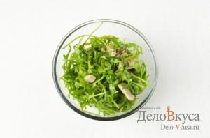 Салат с рукколой и грибами шампиньонами: Все хорошо перемешать