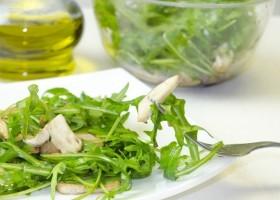 Салат с рукколой и грибами шампиньонами