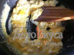 Омлет с луком и соевым соусом: фото к шагу 7