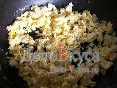 Омлет с луком и соевым соусом: фото к шагу 8