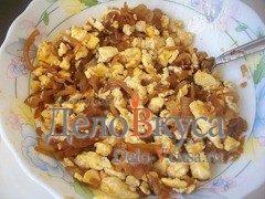 Омлет с луком и соевым соусом: фото к шагу 10