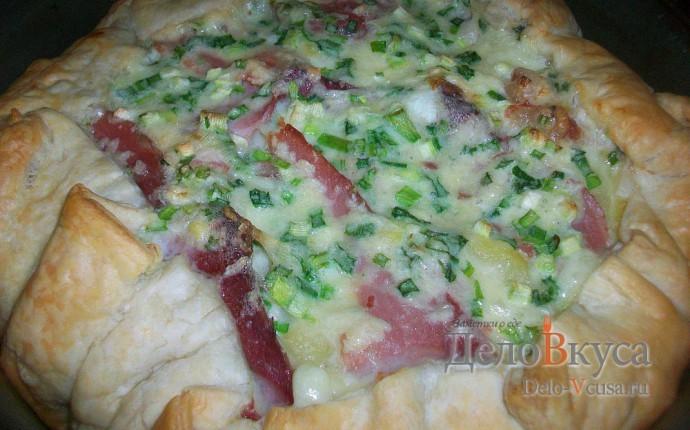 Пирог из слоёного теста с картошкой сыром Моцарелла и пармской ветчиной
