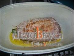 Слегка обжариваем мясо с двух сторон до румяной корочки