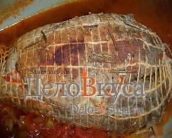 Когда мясо немного остыло его нужно переложить из соуса.