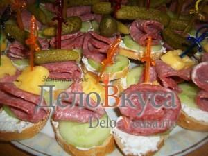 Канапе с творогом и колбасой