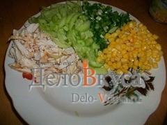 Ингредиенты выкладываем одинаковыми порциями на тарелке