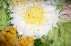 салат с пекинской капустой, огурцом и кукурузой