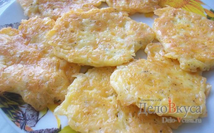 Жареный сыр с яйцом