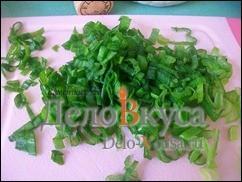Зеленый лук мелко порезать