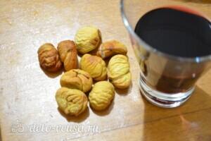 Жареные каштаны с красным вином в духовке: фото к шагу 4.