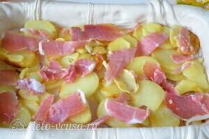 """Пирог из слоеного теста с картошкой, прошутто и сыром """"Скаморца"""": фото к шагу 4."""
