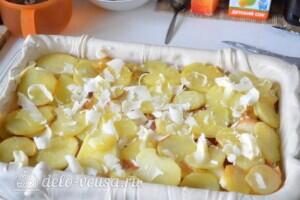 """Пирог из слоеного теста с картошкой, прошутто и сыром """"Скаморца"""": фото к шагу 6."""