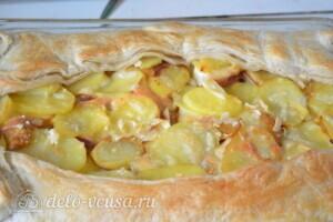 """Пирог из слоеного теста с картошкой, прошутто и сыром """"Скаморца"""": фото к шагу 8."""