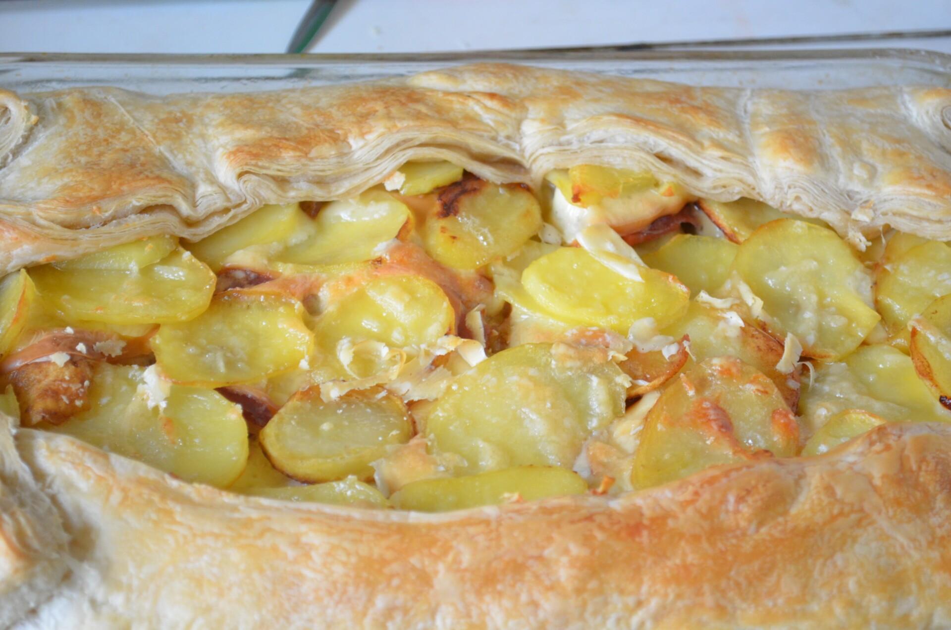 Ставим пирог в разогретую до 220* духовку и запекаем в течении 20-30 минут при 200*-220*.